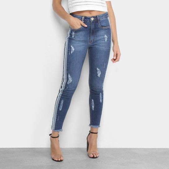 b5a8e3de20 Calça Jeans Skinny Lança Perfume Estonada Puídos Listras Laterais Barra  Desfiada - Azul