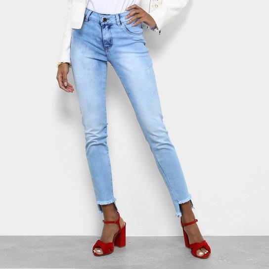 ee926305c Calça Jeans Skinny Coffee Barra Desfiada Assimétrica Cintura Média Feminina  - Azul Claro