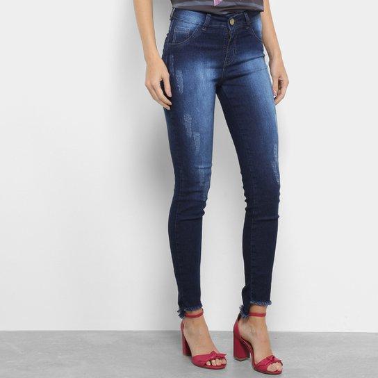 bc3947663 Calça Jeans Skinny Coffee Estonada Puídos Barra Assimétrica Desfiada Cintura  Média Feminina - Azul Escuro