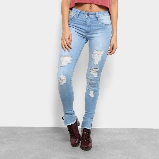 20c7a09810 Calça Jeans Skinny Barra Desfiada Puídos Cintura Média Feminina - Azul Claro