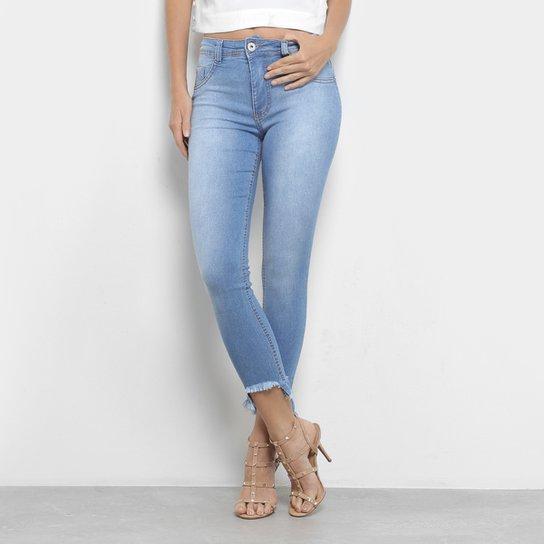 f41d298f9 Calças Jeans Skinny Biotipo Estonada Barra Desfiada Cintura Média Feminina  - Azul Claro
