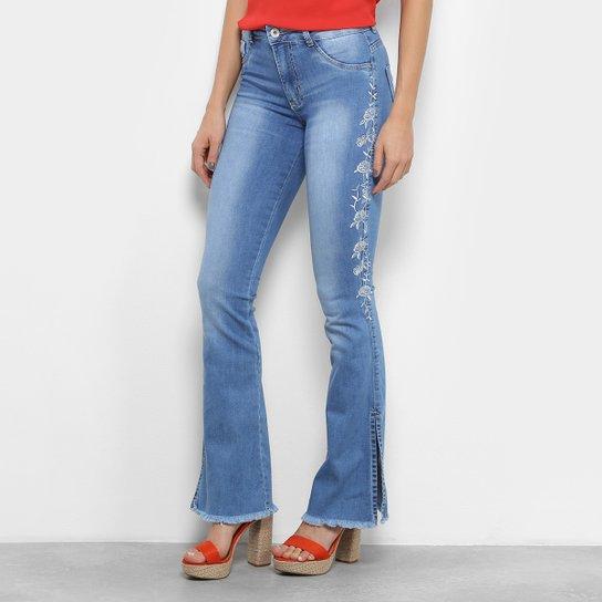 Calças Jeans Flare Biotipo Bordado Flor Cintura Média Feminina - Azul Claro 1776bfe0117