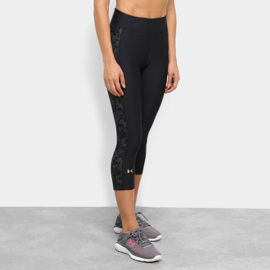 4d917df607 Calça Capri Under Armour Novelty Q2 Feminina - Preto e Branco ...