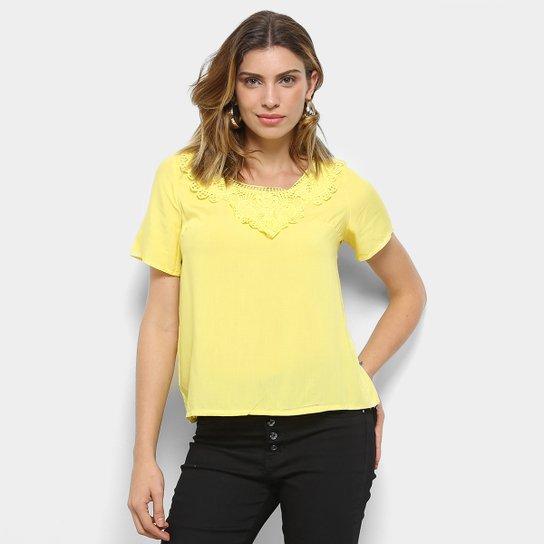 ... Blusa MI Rendada Manga Curta Feminina - Amarelo - Compre Agora Zattini  6608a724058bf8 ... 8773e6b23874d