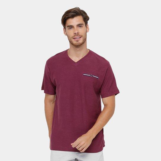 df090bd4b9 Camiseta Blue Bay Flamê Gola V Masculina - Vinho