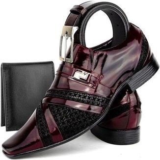 55dd6b176a12a Kit de Sapato Social Masculino em Couro Envernizado SapatoFran Clássico com  Cinto e Carteira