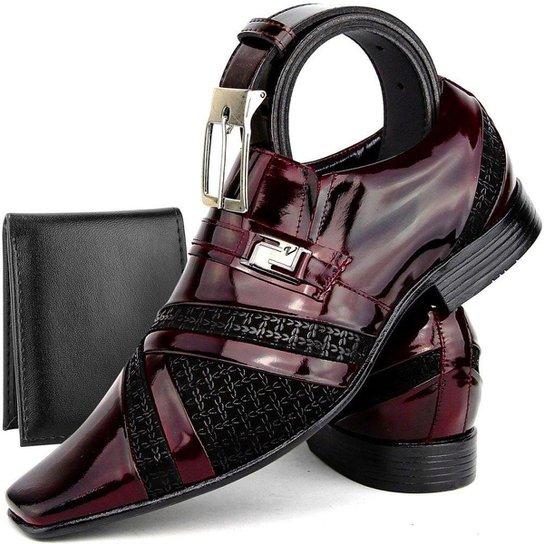 07b368466 Kit de Sapato Social Masculino em Couro Envernizado SapatoFran Clássico com  Cinto e Carteira - Vinho