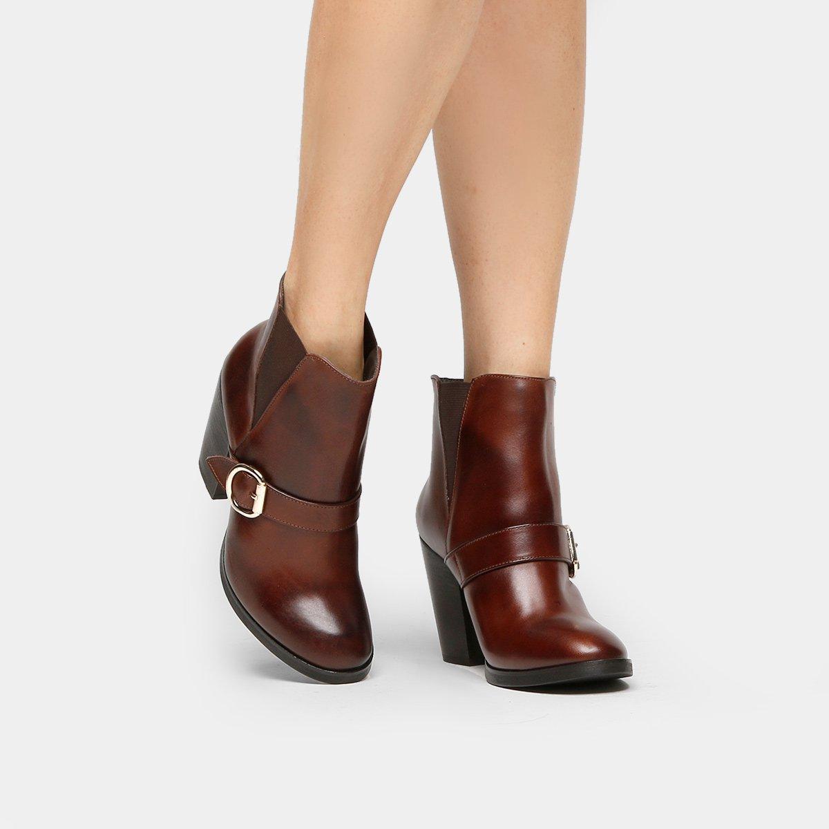 3a9781c37 Bota Couro Cano Curto Shoestock Fivela Feminina