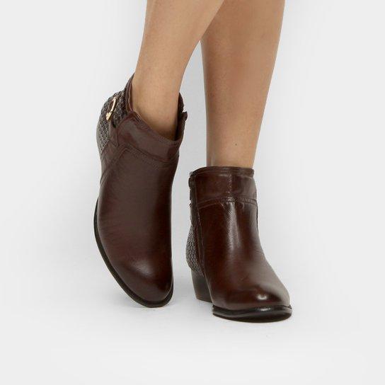 fc3847d4f Bota Couro Cano Curto Shoestock Flat Tressê Feminina - Marrom ...