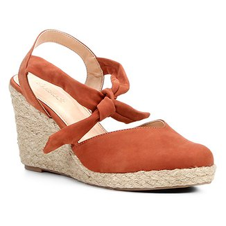 35b34bbc6 Sandália Anabela Couro Shoestock High Vamp Feminina