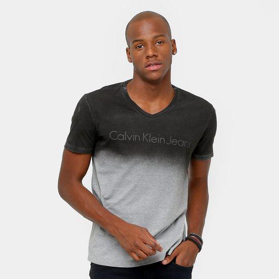 36cafdd65942f Camiseta Calvin Klein Gola V Degradê Tinturada Masculina - Compre ...