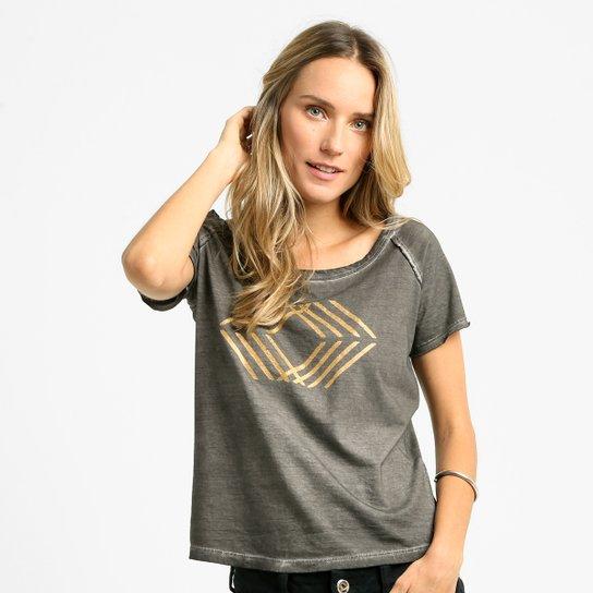 632cf93d0 Camiseta Cavalera Grafismo Dourado - Compre Agora