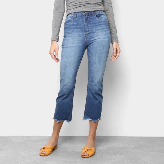 3ea3818cc8 Calça Jeans Capri Colcci Gisele Estonada Barra Desfiada Cintura Alta  Feminina - Azul