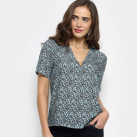 Blusa Colcci Estampada Decote V Feminina - Verde - Compre Agora ... fa5d2ab042