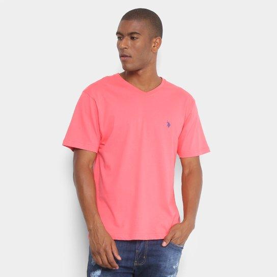 a783bad8c Camiseta U.S. Polo Assn Gola V Masculina - Rosa - Compre Agora