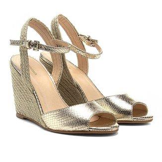 56691cee3d Sandália Anabela Couro Shoestock Metalizada Feminina