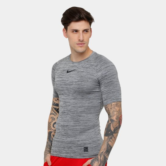e8bfd310dde9b Camiseta Compressão Nike Pro Masculina - Preto e Cinza - Compre ...
