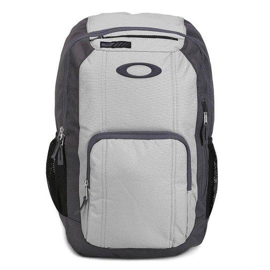 Mochila Oakley Enduro 25 - Cinza Claro - Compre Agora  33ec06718fe