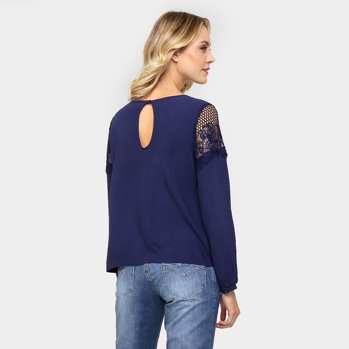 Blusa Disparate Renda Ombro e Colo - Compre Agora  96e06b4e5cf7f