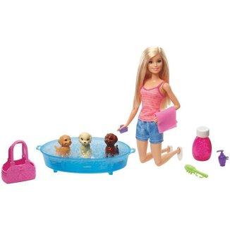 Boneca Barbie Banho de Filhotinhos com Acessórios