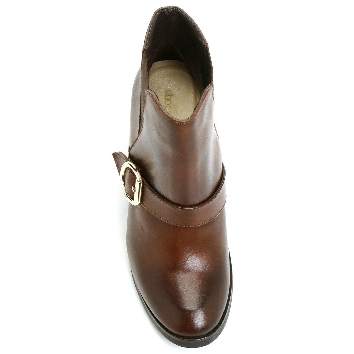20d54697ce Bota Couro Cano Curto Shoestock Fivela Feminina - Compre Agora