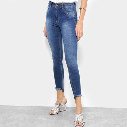 e9c4fa776 Calça Jeans Skinny Biotipo Estonada Barra Desfiada Cintura Média Feminina- Feminino