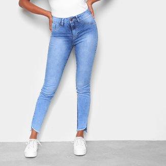 Calça Jeans Skinny Coffee Barra Assimétrica Desfiada Rasgos Feminina