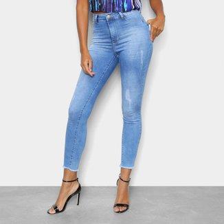 Calça Jeans Skinny TKS Com Puídos E Barra Desfiada Cintura Alta Feminina