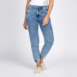 Calça Jogger Jeans Moletom Elástico Barra Azul Claro Acid Wash