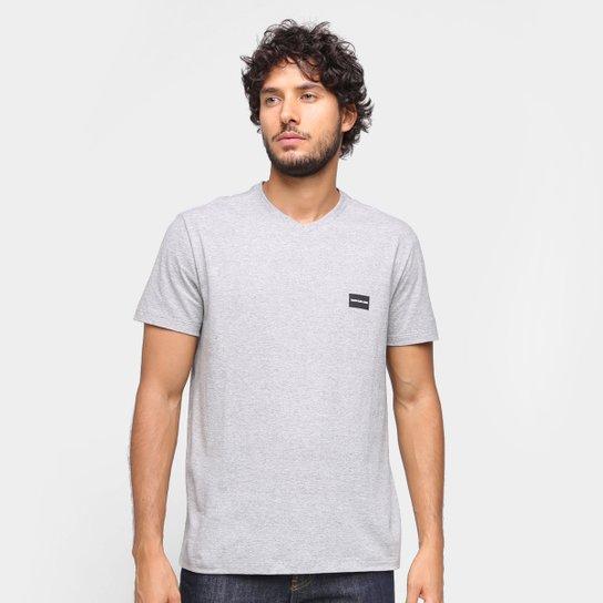 Camiseta Calvin Klein Gola V Masculina - Mescla