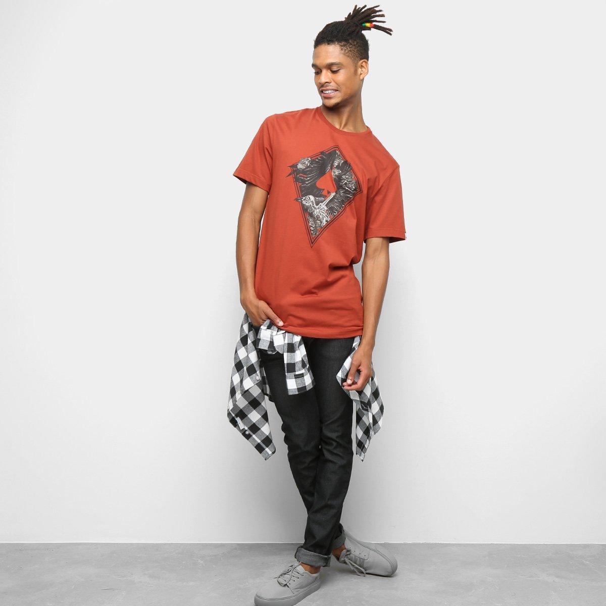 Camiseta MCD Regular The Birds 11 Masculina - Vermelho Escuro ... 1d976a53430