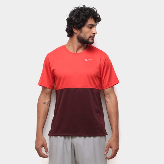 grosor James Dyson Pelearse  Camiseta Nike Dri-Fit Breathe Run Masculina - Vermelho e Bege | Zattini