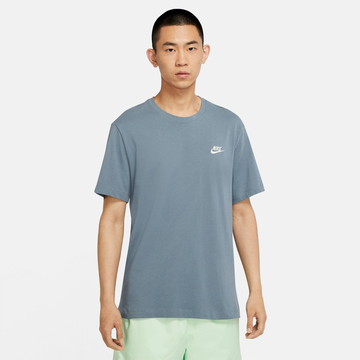 curva Flojamente Estar confundido  Camiseta Nike Sportswear Club Masculina - Azul e Branco | Zattini