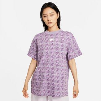 Camiseta Nike Sportwear Full Print Logo Feminina