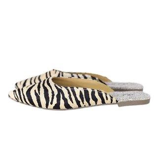 Mule Bico Fino Em Couro Salto Baixo Pelo Zebra
