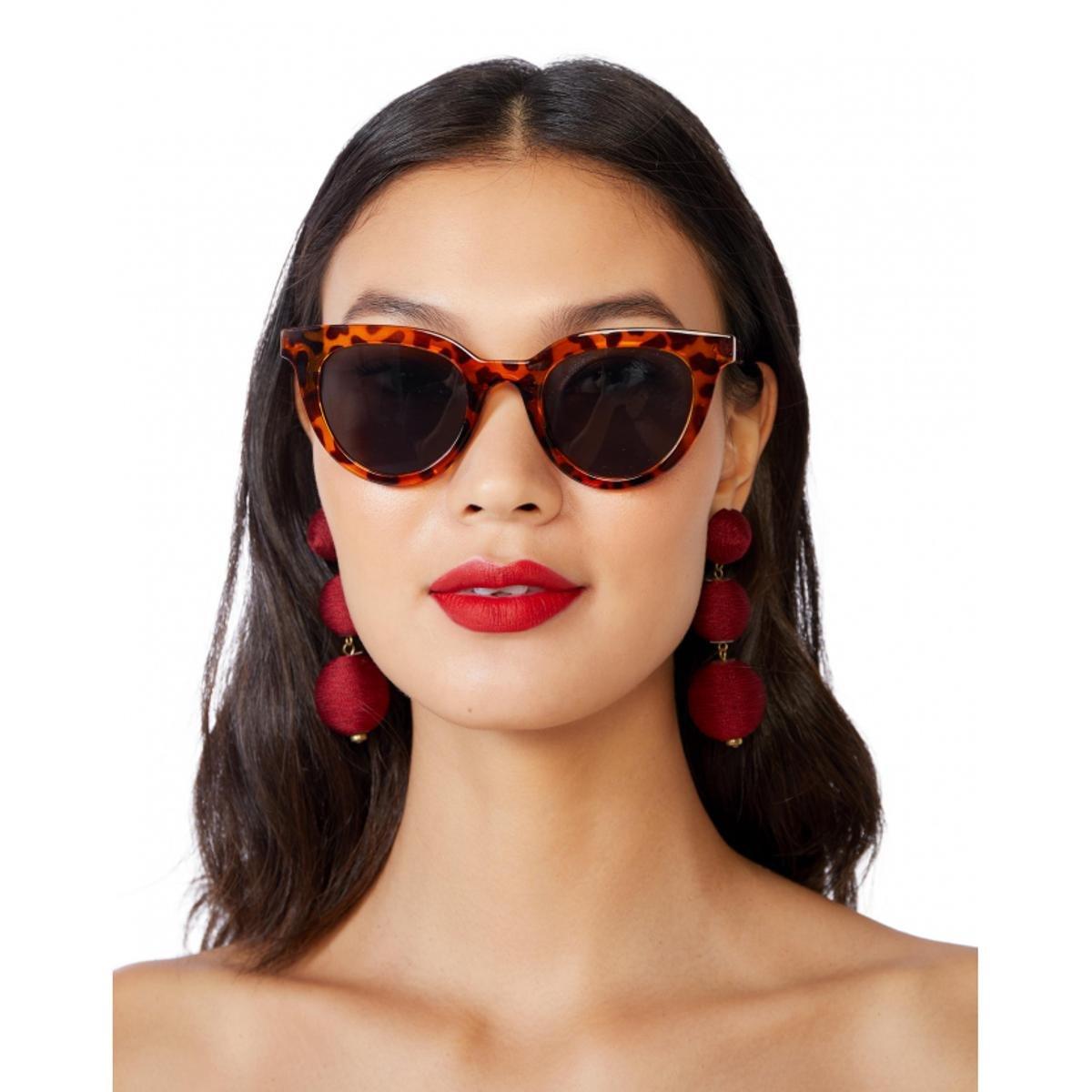 7ea325418b4d5 Óculos Amaro De Sol D Frame Detalhe Metal Feminino - Compre Agora ...