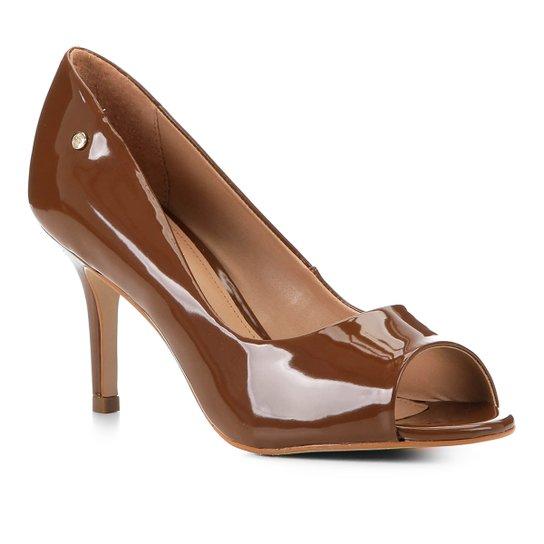 Peep Toe Shoestock Salto Médio Verniz Naked - Avelã