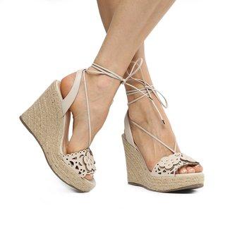 Sandália Anabela Couro Shoestock Flores Feminina