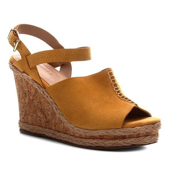 Sandália Anabela Shoestock Couro Cortiça Feminina - Amarelo