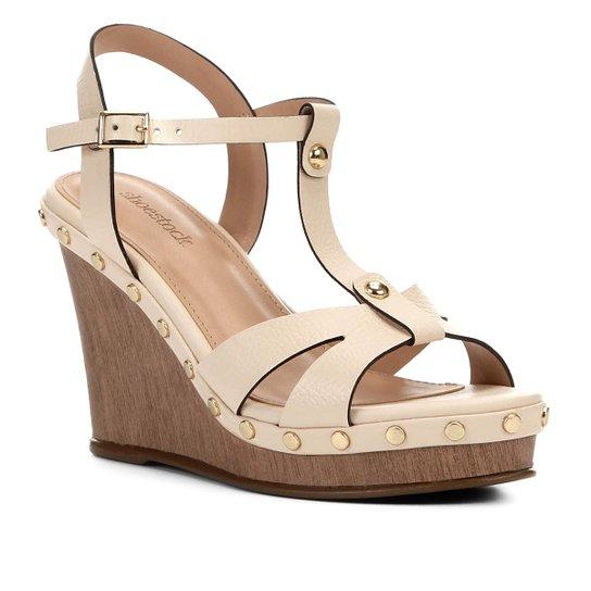 Sandália Anabela Shoestock Couro Tachas Feminina - Bege