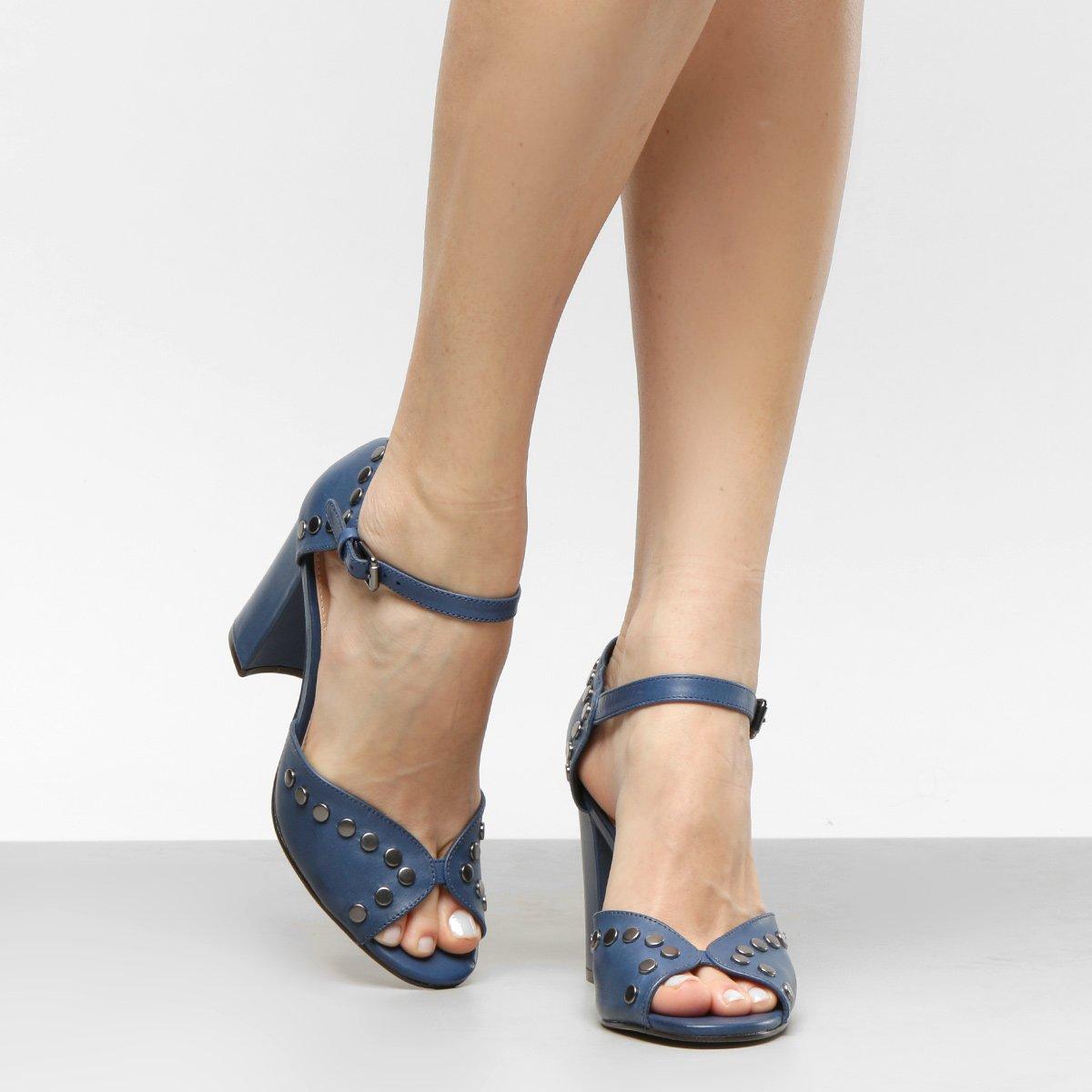 fdda430a1e Sandália Couro Shoestock Salto Grosso Tachas Feminina - Compre Agora ...