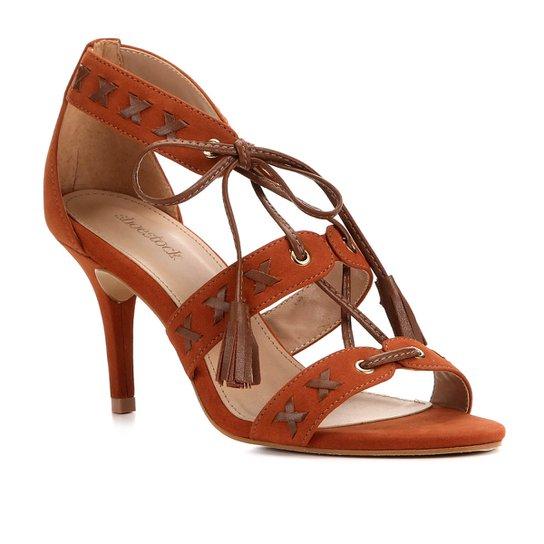 Sandália Couro Shoestock Tassel Salto Alto Nobuck Feminina - Caramelo
