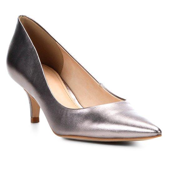 Scarpin Couro Shoestock Salto Baixo Metalizado - Chumbo