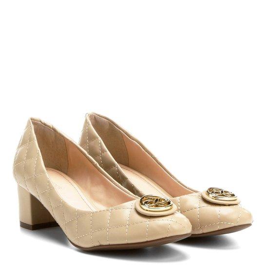 Scarpin Shoestock Matelassê Medalha - Bege