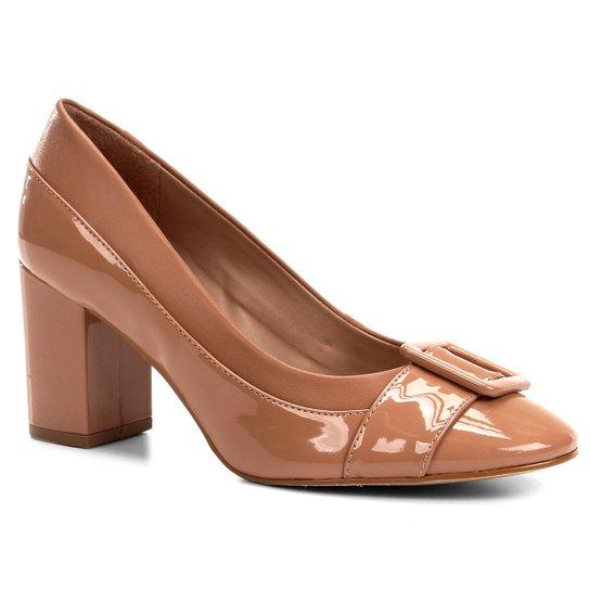 Scarpin Shoestock Salto Médio Verniz Fivela - Nude