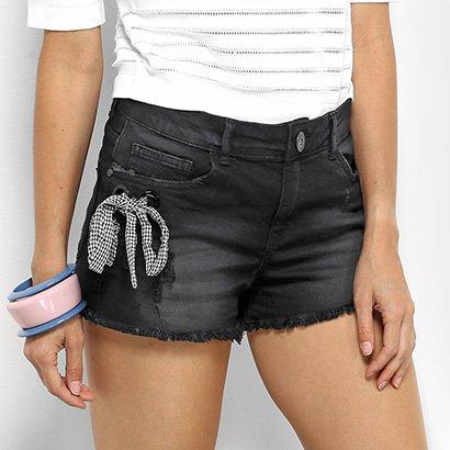 Shorts Jeans Lez a Lez com Lenço Xadrez Cintura Média