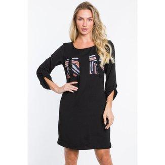 Vestido Preto com Bolsos Utilitários Feminino